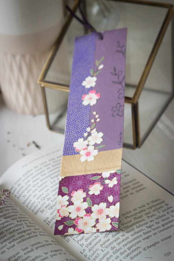 Marque page unique Collage papier japonais washi Couleurs noir, blanc et doré Dessin unique à la plume Papier cartonné Finition ruban liberty