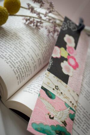 marque page clémica papier washi japonais noir et rose