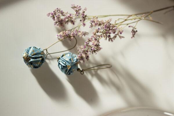 artisanat d'art en creuse artiste en creuse artiste peintre en creuse créatrice papier bijoux en origami boucles d'oreilles en origami mobile en origami décoration en origami clémica jessica paterne