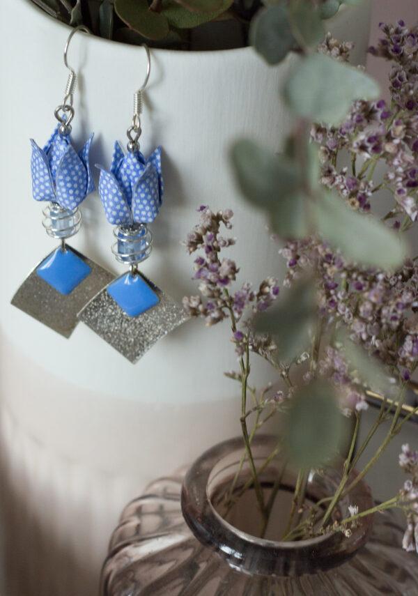 boucles d'oreilles origami fleur de lotus bleu à pois blanc argent clémica