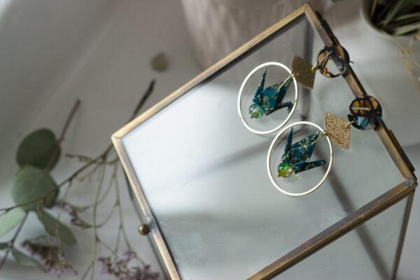 boucles d'oreilles origami grus dorées puces d'oreilles écaille de tortue clémica